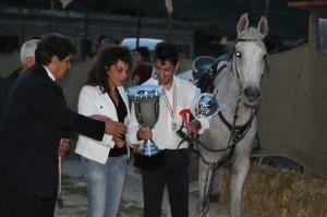 caraccioli che riceve il premio dal sindaco Vienna (1)
